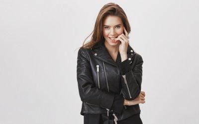 Körpersprache der Frau – So erkennst du, was sie dir verheimlicht