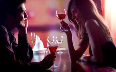 17 leichte Wege zum Körperkontakt herstellen beim Flirten