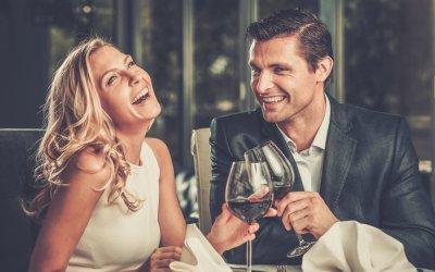 Wie verlieben sich Frauen? Die 3 geheimen Phasen der weiblichen Psychologie